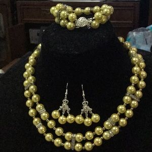 Yellow faux pearls necklace set